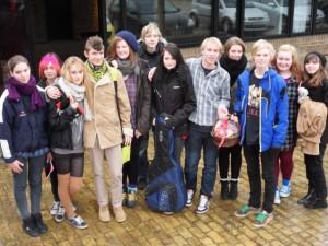 Elevgruppen fra Båring Rytmiske efterskole, efter deres optræden med egne digte.