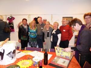 Birthe Priske, Lisbeth Bickmann, Al Power, Käthe Rasmussen, June Burgess og Paul Baily fra England i Birkelunds udstillingsrum.