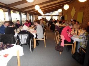 En fyldt restaurant i Brogården efter Birkelunds udnævnelse, hvor en hel delegation derfra naturligvis var med.